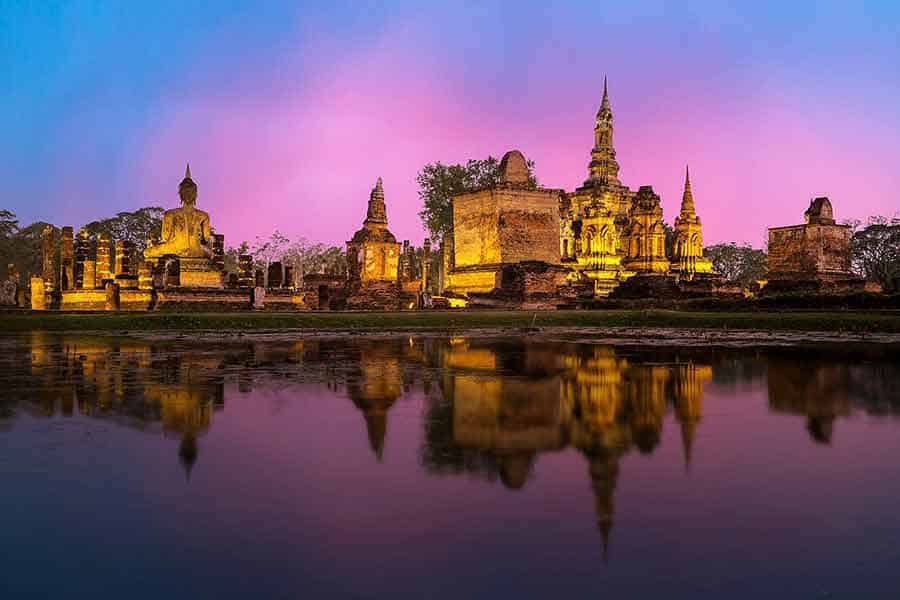 Monks on our Bangkok day tour